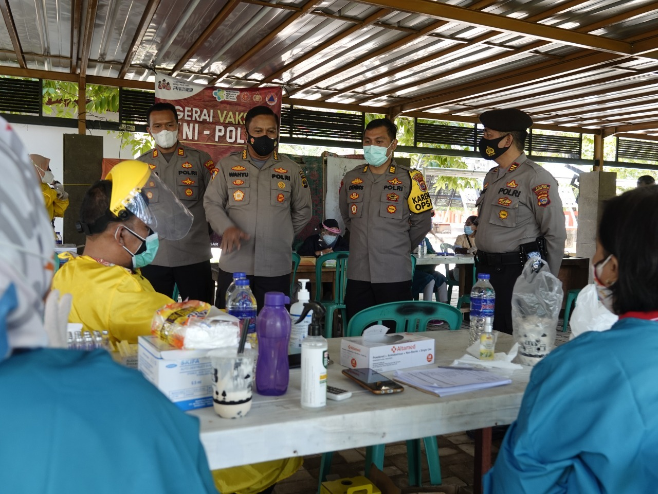 Karo Ops Dan Dir Res Narkoba Polda Lampung Tinjau Pelaksanaan Vaksinasi Di Lampung Tengah