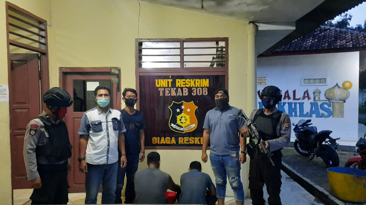 Anggota Tekab 308 Polsek Tegineneng Polres Pesawaran Tangkap 2 Tersangka Sedang Mengonsumsi Sabu